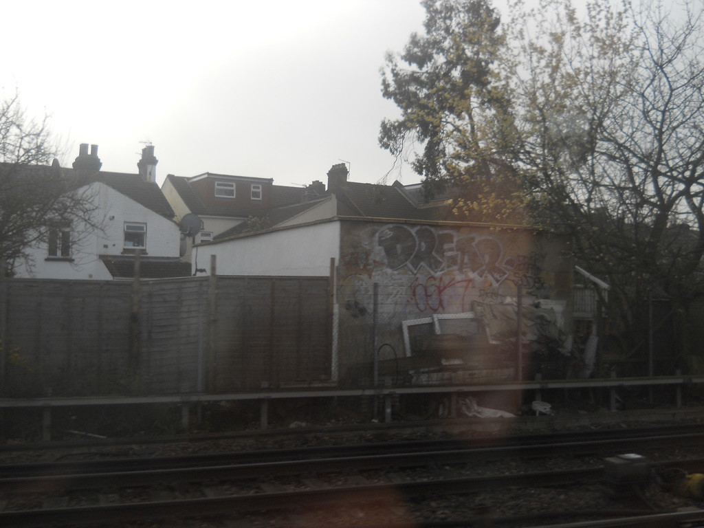 gatwick-express-graffiti-07